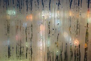 humidite-sur-une-vitre