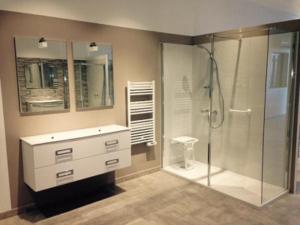 salle-de-bain-avec-douche-securisee