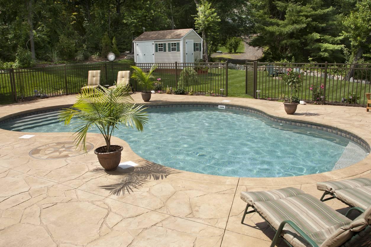 revêtement piscine béton décoratif